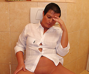 This mature slut gets done good on the toilet