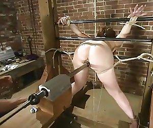 Fuckmachine fuck an bounded Slavegirl